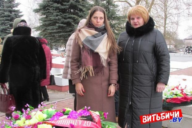 """Возложение цветов к обелиску, посвящённому жертвам бывшего лагеря """"5-й Полк"""""""