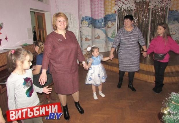 На новогоднем празднике в детском саду №19 в г.п.Руба